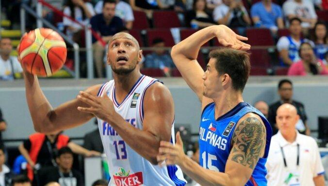 Titulētais Francijas basketbolists Diavs paziņo par karjeras beigām