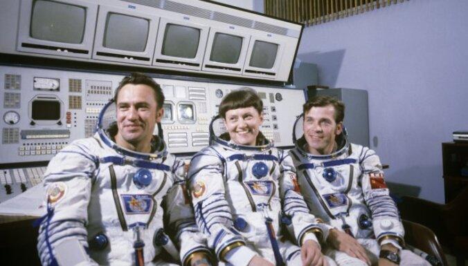 Занимались сексом космонавты в космосе