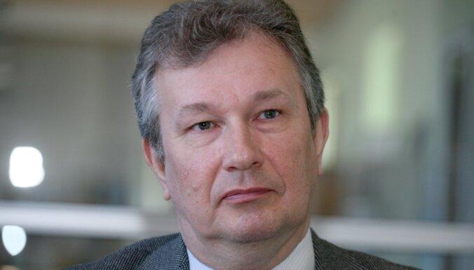 Diskusijas par Covid-19 ierobežojumu atvieglošanu pašlaik jāatliek, pārliecināts Briģis