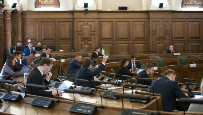 'Atkausējiet ledus sirdis' – opozīcijai neizdodas panākt valdības kursa maiņu krīzes laikā