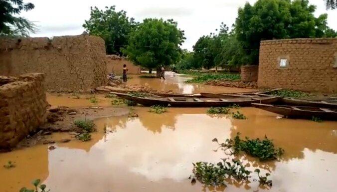 Plūdos Nigērā 65 bojāgājušie