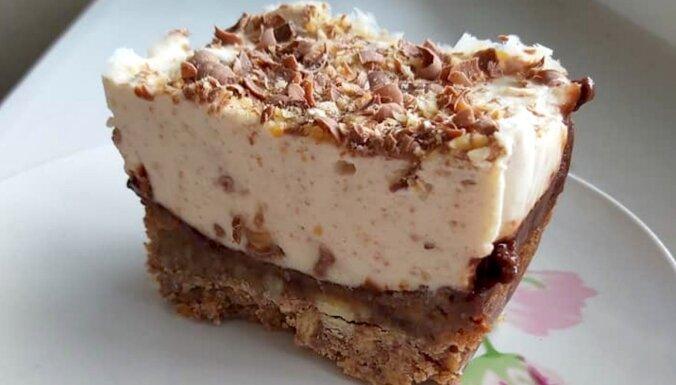 Svaigā siera kūka ar šokolādi un lazdu riekstiem