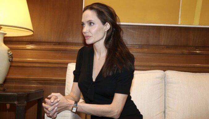 ФОТО: Анджелина Джоли тает на глазах