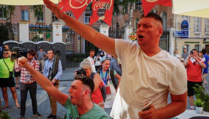 Фанатов сборной Англии выгнали с чемпионата мира за нацистские жесты и песни