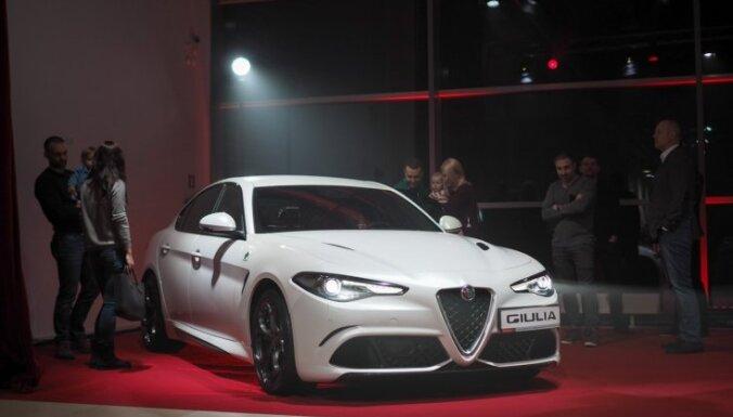 Foto: Latvijā prezentēts 'Alfa Romeo' sportiskais sedans 'Giulia'
