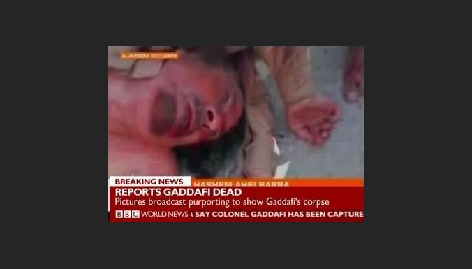 Kadafi līķis vilkts pa Sirtes ielām