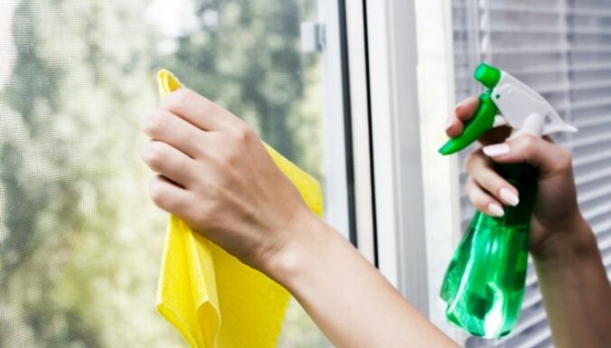 Spožai tīrībai: kā pagatavot līdzekli logu tīrīšanai