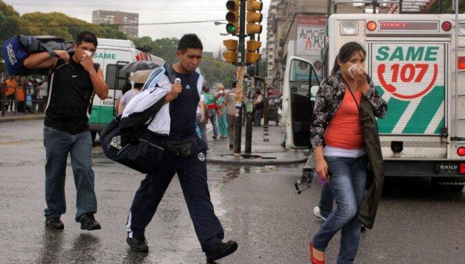 Buenosairesas centru pārklājis toksisks mākonis