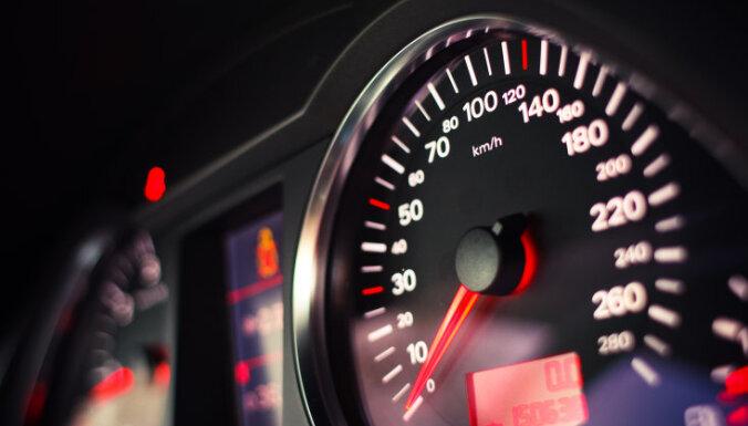 BMW Priekuļu novadā traucas ar 188 km/h