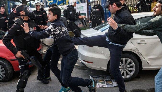 ES aicina Turciju ievērot mediju brīvību