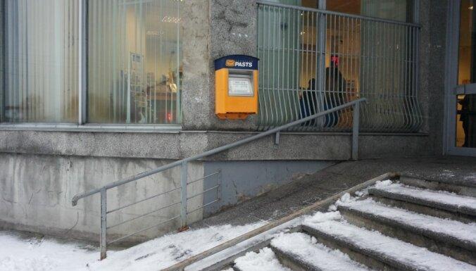 Foto: Rīgā pie pasta slejas 'pastkaste – izaicinājums'