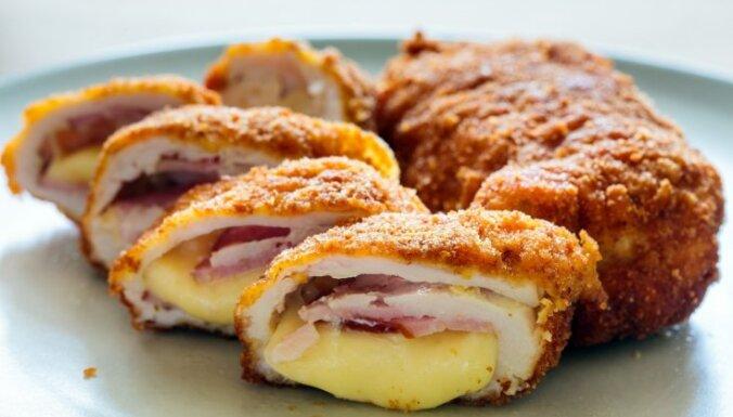 Куриный шницель, начиненный сыром и ветчиной или цыпленок Сordon bleu