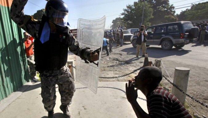 ANO policistus Haiti apsūdz bērnu seksuālā izmantošanā