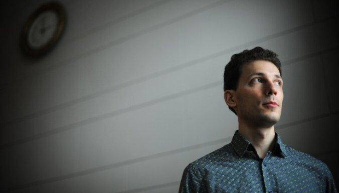 'Tas ir apbrīnojami' – latviešu pianistu Reini Zariņu slavē ārzemju medijs