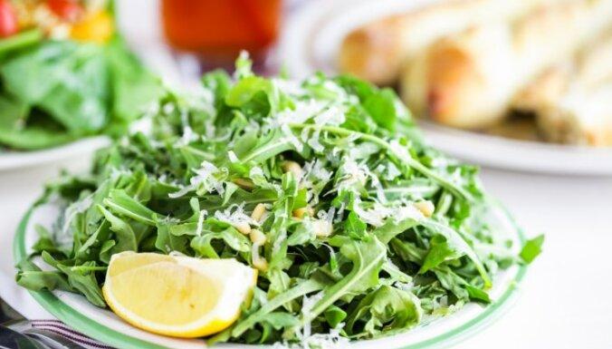Нежная свежесть: салат с фетой, рукколой и персиками