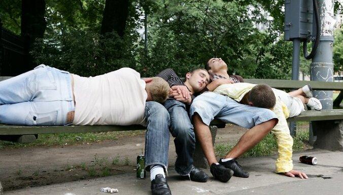 Žūpības apkarošana: pagaidām noraida ideju līdz 21 gadam paaugstināt vecumu alkohola iegādei