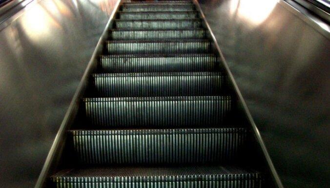 В торговом центре Самары женщину засосало в эскалатор