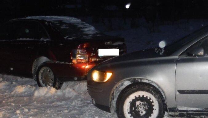 Ventspils novadā vienā vietā dažu minūšu laikā notiek divas avārijas
