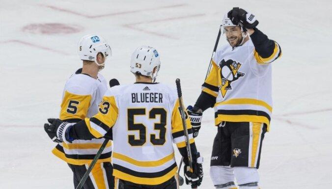 Bļugers atgriežas 'Penguins' sastāvā ar rezultatīvu piespēli