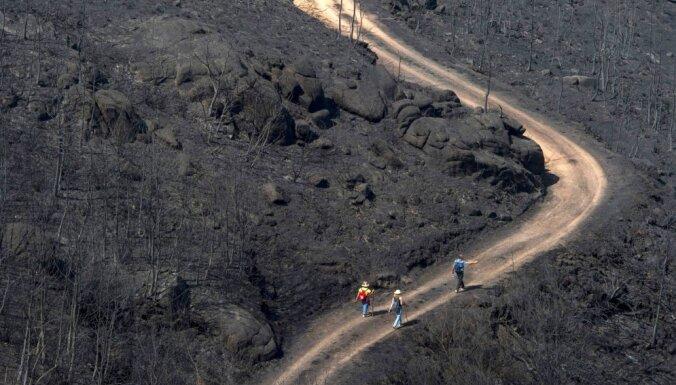 Portugālē un Spānijā tūkstošiem ugunsdzēsēju cīnās ar savvaļas ugunsgrēkiem