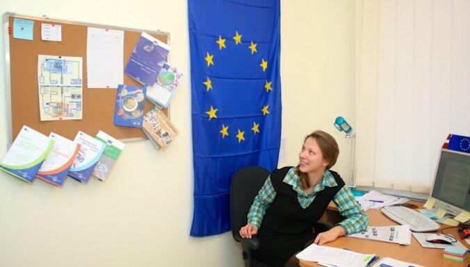'Sarēķiniet manu naudu' un 'glābiet Mildu' - eiro infocentra darba ikdiena