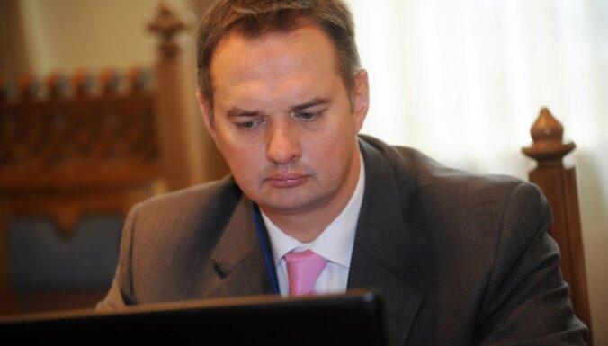Rīgas pilsētas izpilddirektors Juris Radzevičs piedalās Rīgas domes prezidija ārkārtas sēdē, kurā lemj par situāciju Rīgas pilsētā saistībā ar pasažieru pārvadājumiem ar vieglajiem taksometriem.