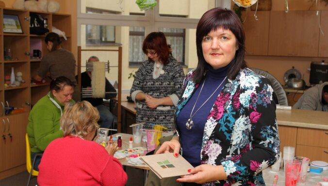 Eva Viļķina: Nevis žēlot, bet dot iespēju strādāt un nopelnīt
