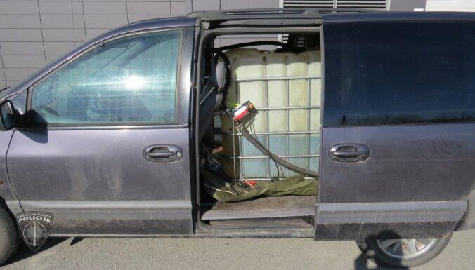 """Задержание в Плявниеках: """"тихие воры"""" сливали топливо с грузовиков в Риге и окрестностях"""