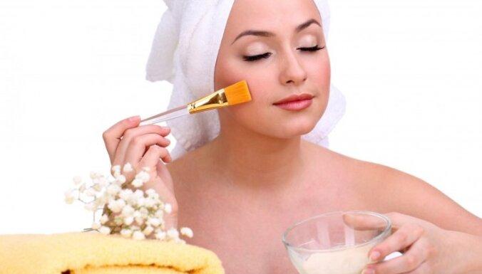 Desmit dabīgi ādas attīrīšanas līdzekļi, kurus var pagatavot mājas apstākļos