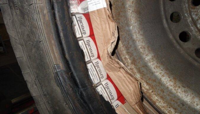 Кенгарагс: на территории автосервиса нашли контрабанду и психотропные вещества