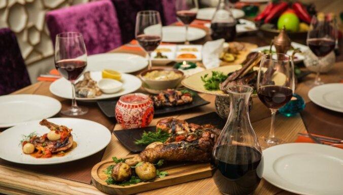 Питание во время праздников: как вкусно поесть, но не переесть