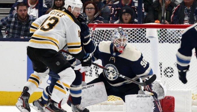 Merzļikins paliek nepārspēts otro NHL spēli pēc kārtas