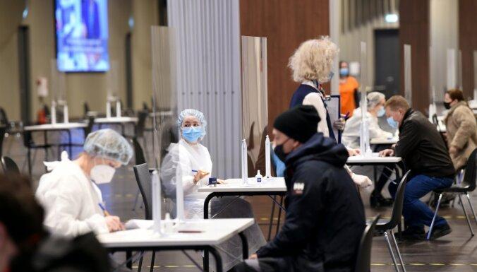 Pirmajā masu vakcinācijas centru darbības dienā sapotēti 2680 cilvēki