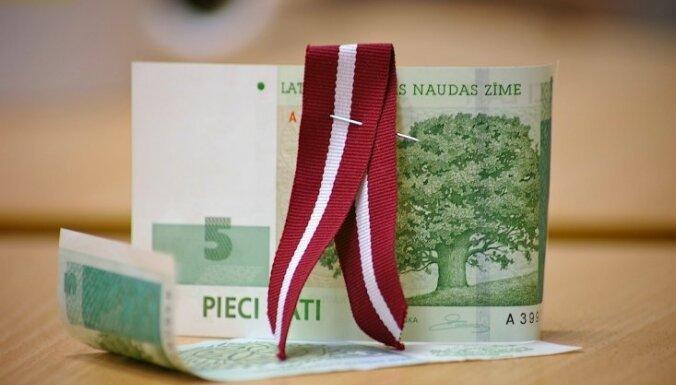 Latvija turpina lejupslīdi korupcijas uztveres indeksā