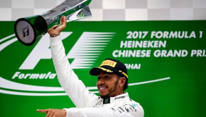 Хэмилтон выиграл Гран-при Китая и сравнялся с Простом по числу подиумов