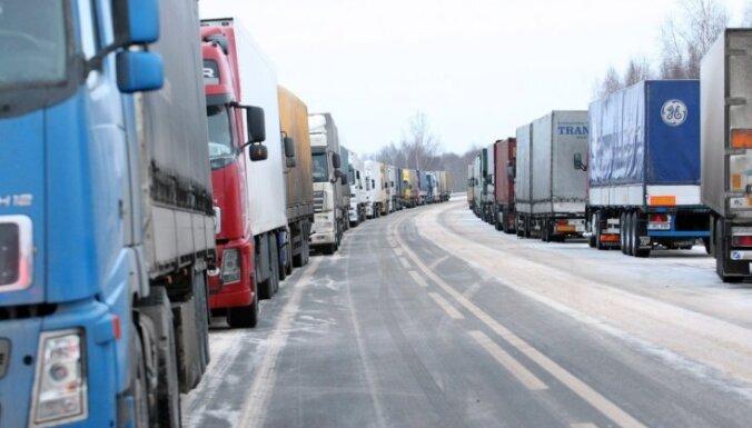 Россия ввела плату за проезд для перевозчиков из Латвии и Литвы
