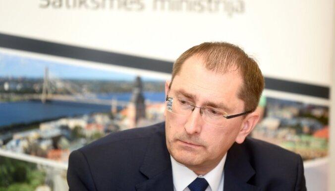 За прошлый год на посту министра сообщения Линкайтс заработал 70 440 евро