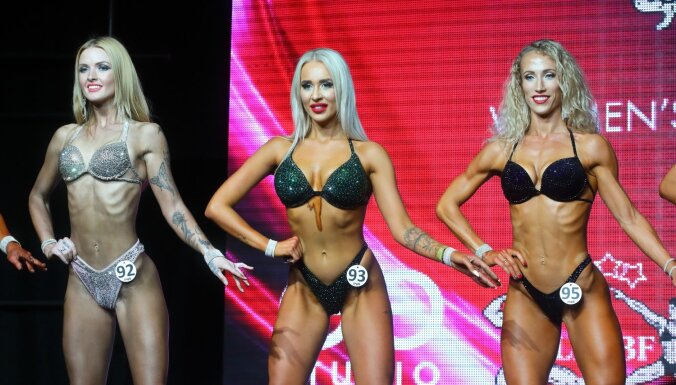 ФОТО: Мускулы, бикини, снова мускулы. В Риге прошел чемпионат по фитнесу