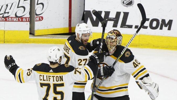 Bostonas 'Bruins' sasniedz Stenlija kausa finālu