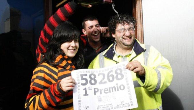 Spānijas mazpilsētas iedzīvotāji laimē 490 miljonus latu pasaules lielākajā loterijā