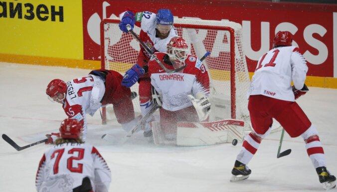 Čehija dramatiski atņem Dānijai cerības uz ceturtdaļfinālu un turpina cīņu par 'play-off'