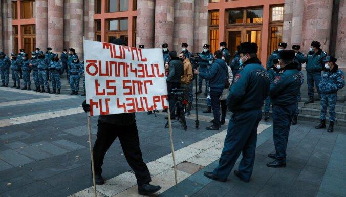 Centienos panākt Armēnijas premjera demisiju opozīcija sāk pilsoniskās nepakļaušanās akciju