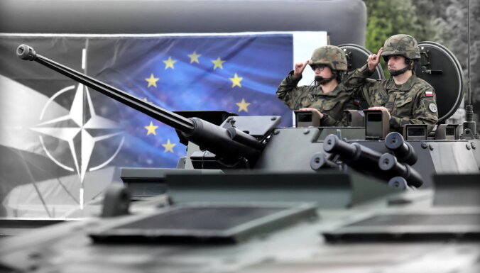"""В НАТО ответили на заявление Лукашенко о """"шевелении войск"""" у границы с Беларусью"""