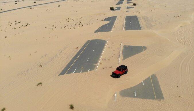 ФОТО. Занесло: Как выглядят заброшенные дороги в пустыне ОАЭ