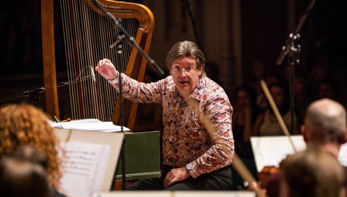 Senās mūzikas festivālā spēlēs leģendārais baroka arfists Endrū Lourenss-Kings