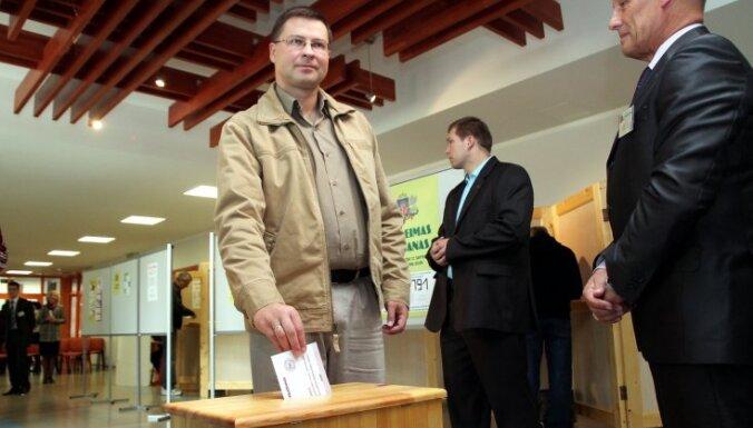 Premjers referendumā balsos pret krievu valodu kā otru valsts valodu