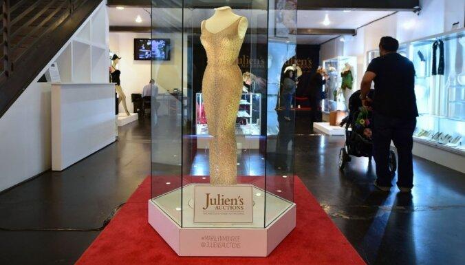 Par 4,8 miljoniem dolāru izsolīta leģendāra Merilinas Monro kleita