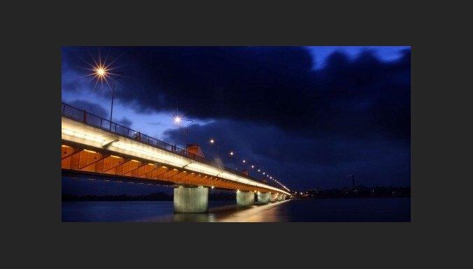 На мостах Риги установят табло с информацией об условиях движения