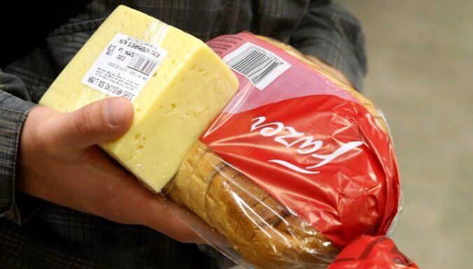 Alūksnē sieviete sešas reizes veikalā nozog sieru