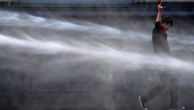 Britu policijai nemieru savaldīšanai atļauj izmantot ūdensmetējus